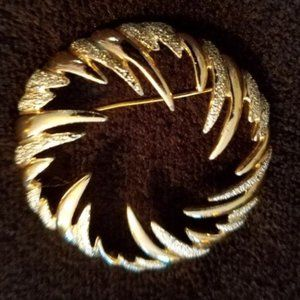 SARAH COVENTRY VINTAGE SILVER/GOLD TONE BROOCH